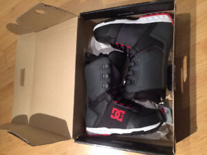 Brand new size 10 men's DC snowboard boots