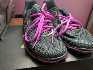Ladies 7 1/2 Under Armour training shoes