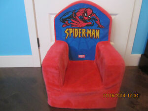 chaise en foam de Spiderman