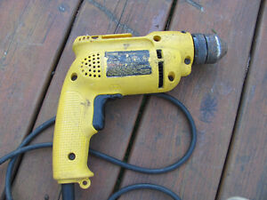Dewalt 1/2 KEY LESS CHUCK DRILL
