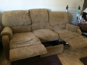 Two piece couch set  Sarnia Sarnia Area image 2