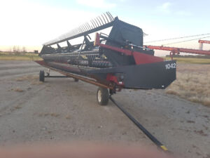 2002 30' Case 1042 Header with pickup reel and pea auger