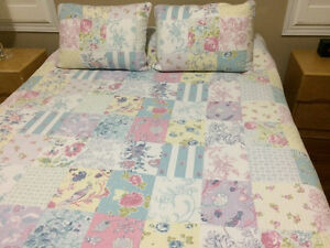 Quilt & 2 pillow shams London Ontario image 2