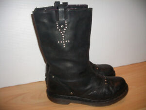 """Boots """" Dr.Martens """" boots, still full of life -- size 8 US lady"""