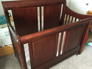 Baby Crib solid wood - great quality with mattress