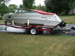 LOVELY BOAT COMES WITH MATCHING FOUR WINNS TRAILER