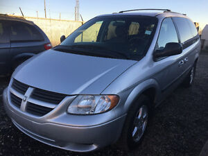 2006 Dodge Grand Caravan Sxt Minivan, Stow&go tv DVD CLEAN van