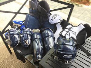 Men's large hockey equipment and bag