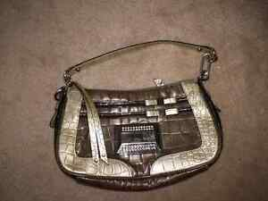 LIKE NEW GUESS PURSE!! Kitchener / Waterloo Kitchener Area image 1