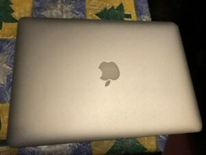 Macbook Air 2011, HIgh Sierra with 256GB SSD Hard Drive