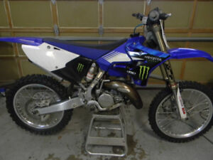 2005 YZ 125 RESTYLE UPGRADED PLASTICS, ABOUT 8 HOURS ON TOP END,