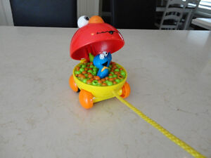 5 Assorted Vintage Toys -Mighty Beans, Farm Animals, Checkers ++ Kitchener / Waterloo Kitchener Area image 10