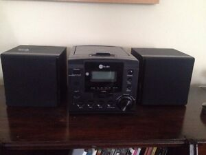 CD Player with iPod/iPhone dock