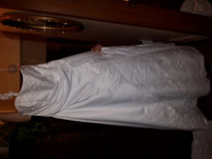 Brand new size 14 wedding dress never worn