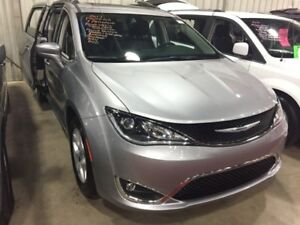 2017 Chrysler Pacifica Touring-L Plus  Touring W\Blindspot