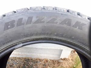 Pneus d'hiver Bridgestone blizzak 215/55R17