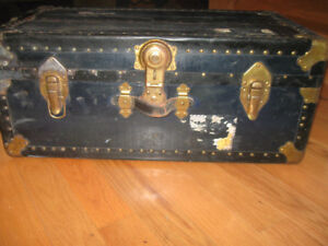 ANTIQUE TRAVELING TRUNK - WITH KEY