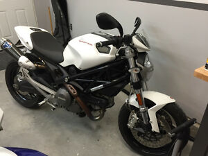 Ducati  Monster 696cc ABS
