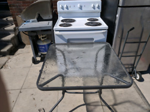 Stove perfect condition bbq  n patio table guve me offers