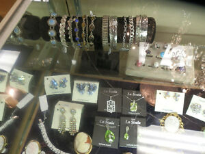 Great selection of vintage and estate jewellery. Kitchener / Waterloo Kitchener Area image 7