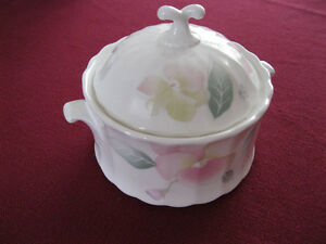 Sugar Bowl & Lid in Silk Blossoms by Mikasa West Island Greater Montréal image 1