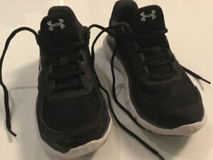 Souliers Under Armour gr 3 / Under Armour running shoes