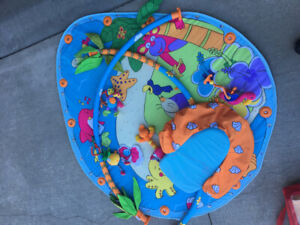 Baby activity mat with carrying case
