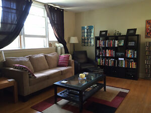 GORGEOUS 2 BEDROOM Apartment 2 mins from lake and 5 from Campus!