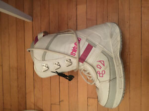 Women's snowboard boots (Size 8.5)