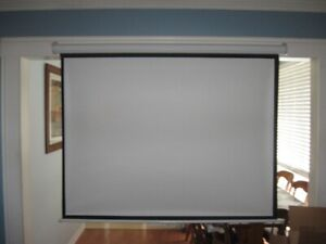 """72"""" ROLL UP PROJECTOR SCREEN"""