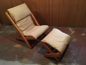 Adjustable pine reclining chair and ottoman