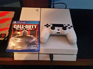 Playstatiom 4 White 500Gb with Black Ops 3 Trade