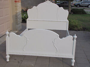 Light Grey Antique Full/Double Bed-In Strathroy