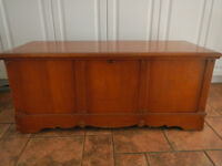 Coffre en cèdre/ Cedar chest