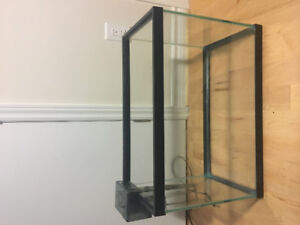 Mint condition 40 US gal fish tank with 30 gal aquaclear pump.