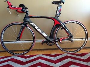Fuji D6 Full cCrbon Bike Like New
