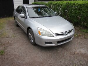 2007 Honda Accord SE  and Moon Roof Sedan