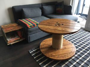 Coffee table / scratcher for cats