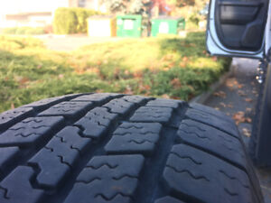 Mud and Snow tires in excellent condition P265/70R17