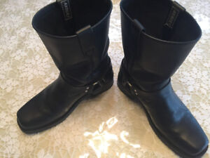 Motorcycle boots, gloves, face mask