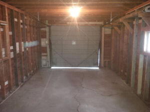 SINGLE CAR GARAGE STORAGE (12FT x 24FT) - JUST OFF WHYTE AVE /
