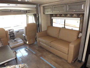 2017 Winnebago Sunstar LX 30T - 3 Slideouts, Full Body Paint London Ontario image 4