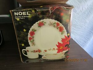 16 piece Christmas patterned dish set