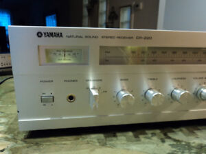 Yamaha CR-220 - VINTAGE- AM/FM Stereo Receiver -