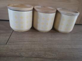 Kitchen storage cannisters