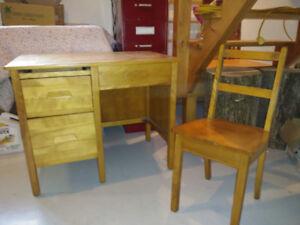 Pupitre et chaise