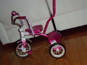 Tricycle ROSS de boutique avec pousseur comme neuf