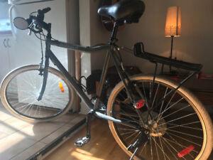 Vélo de Ville presque NEUF  ( moins d'un été) À VENDRE