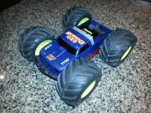 TYCO Rebound 4x4 RC Car - needs battery pack