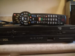 Nextbox cable terminal box and remote.  Model 4642HD